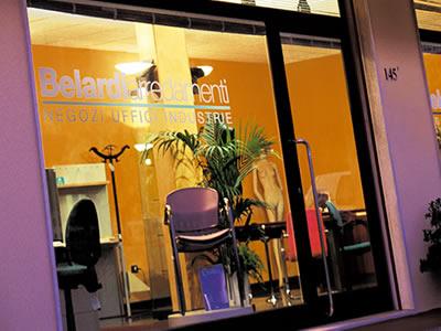 Arredamento uffici e negozi in toscana le sedi di belardi for Belardi arredamenti