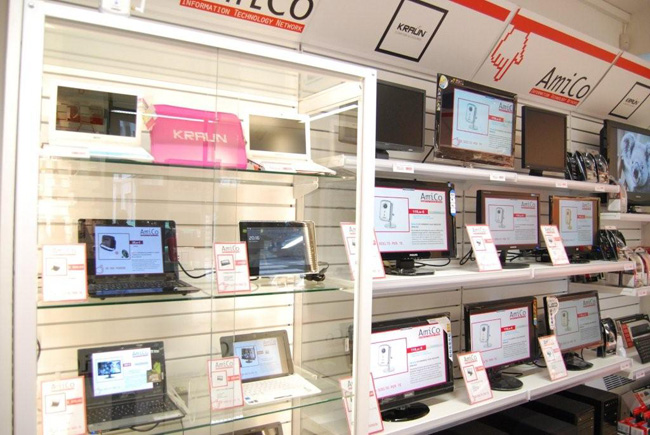 Arredamento Negozi Informatica a Pisa, Livorno Toscana