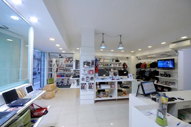 Arredamento negozi informatica a pisa livorno toscana for Prisma arredo negozi