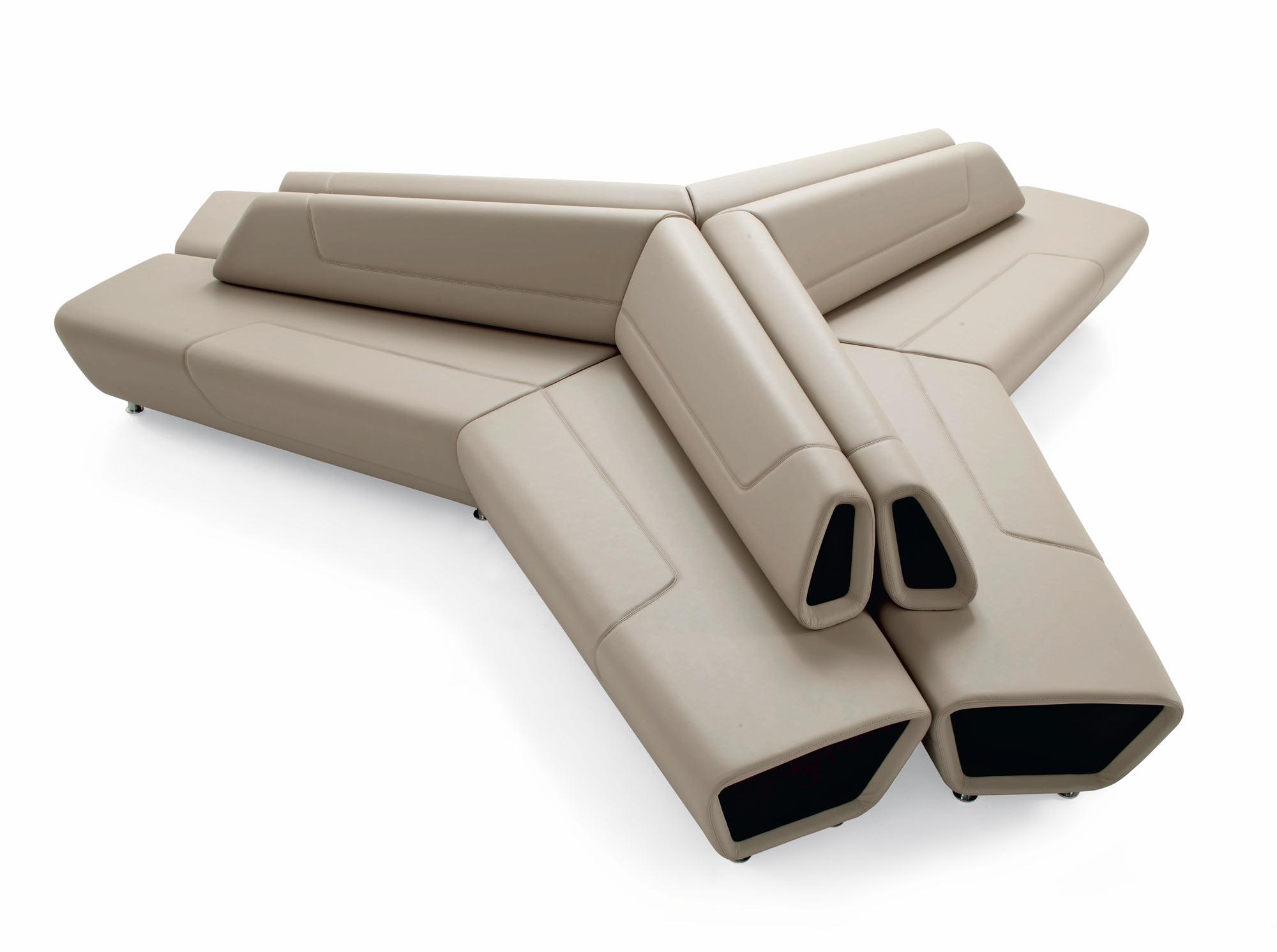 Divani e divani poltrone divano imbottito con poggiapiedi for Biesse arredamenti