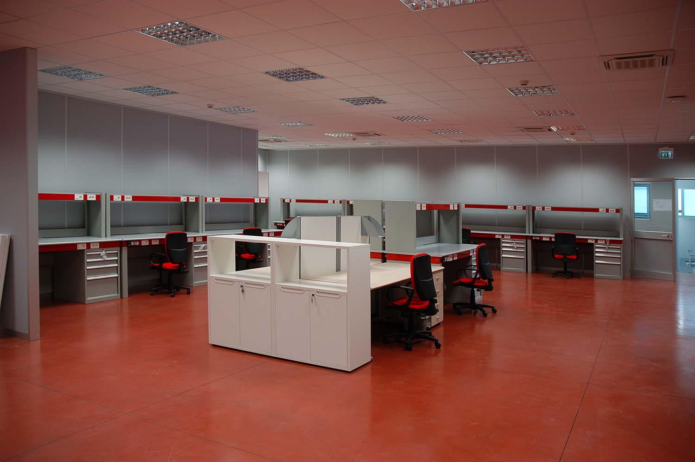 Banchi elettrici per arredo industrie toscana belardi for Belardi arredamenti