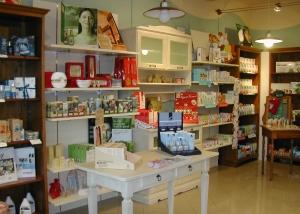 Arredamento e allestimento negozi e centri commerciali for Arredamento parafarmacia