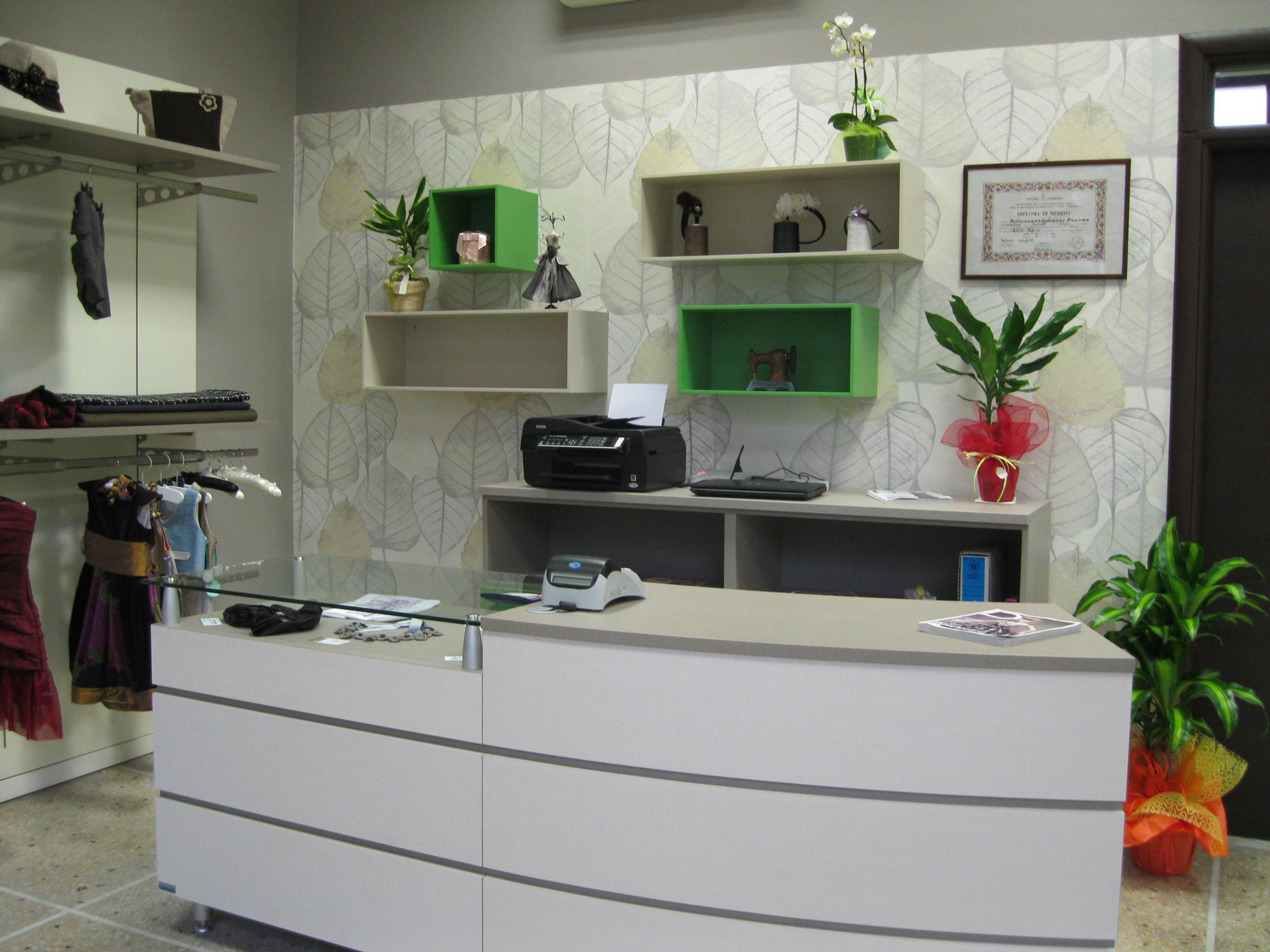 Arredamento per negozi di abbigliamento arredamento per for Arredamento toscana