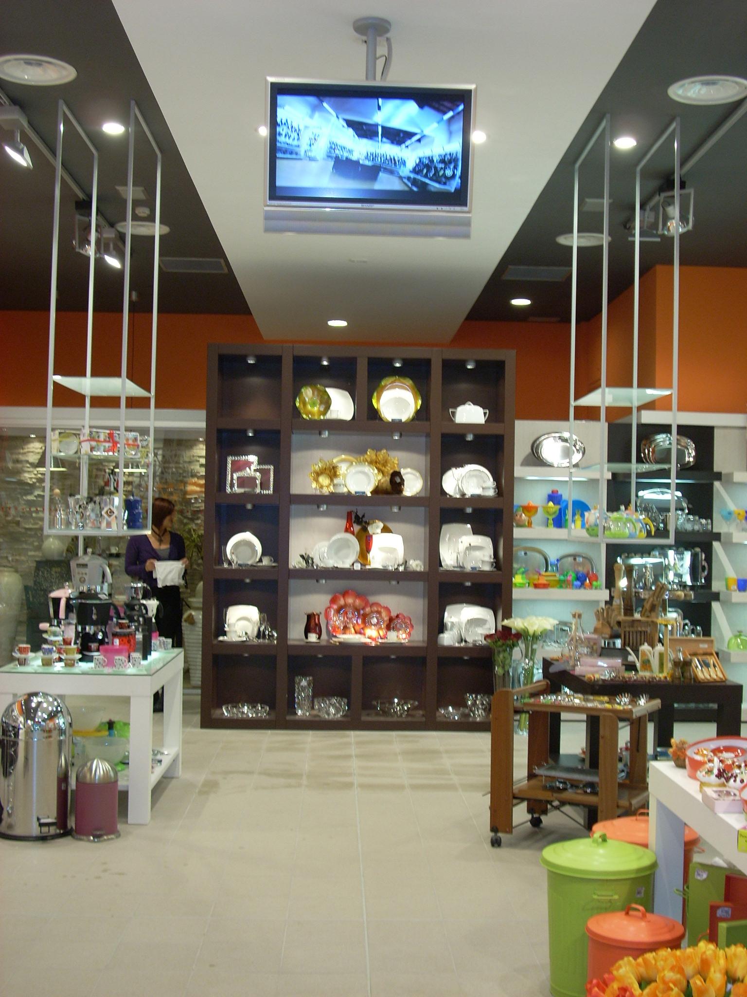 Negozio Articoli Cake Design Torino : Arreda Negozi Shop. Parte Makeup Per Negozio Di Accessori ...