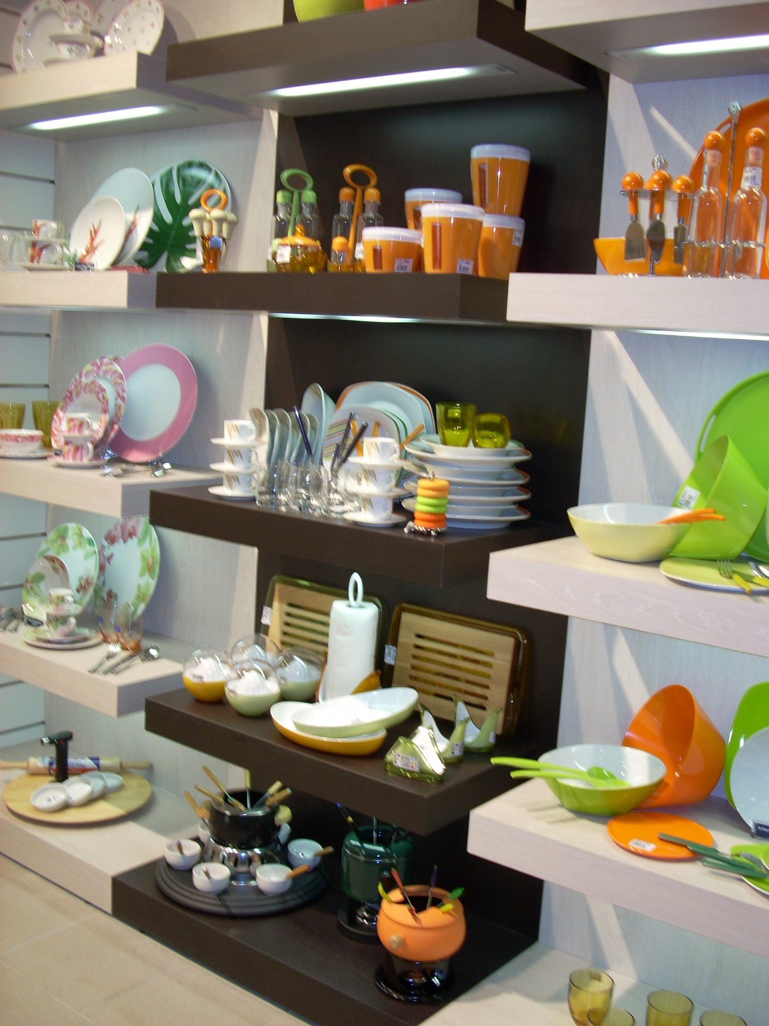 Arredamento per negozi di articoli da regalo toscana for Arredamenti in regalo