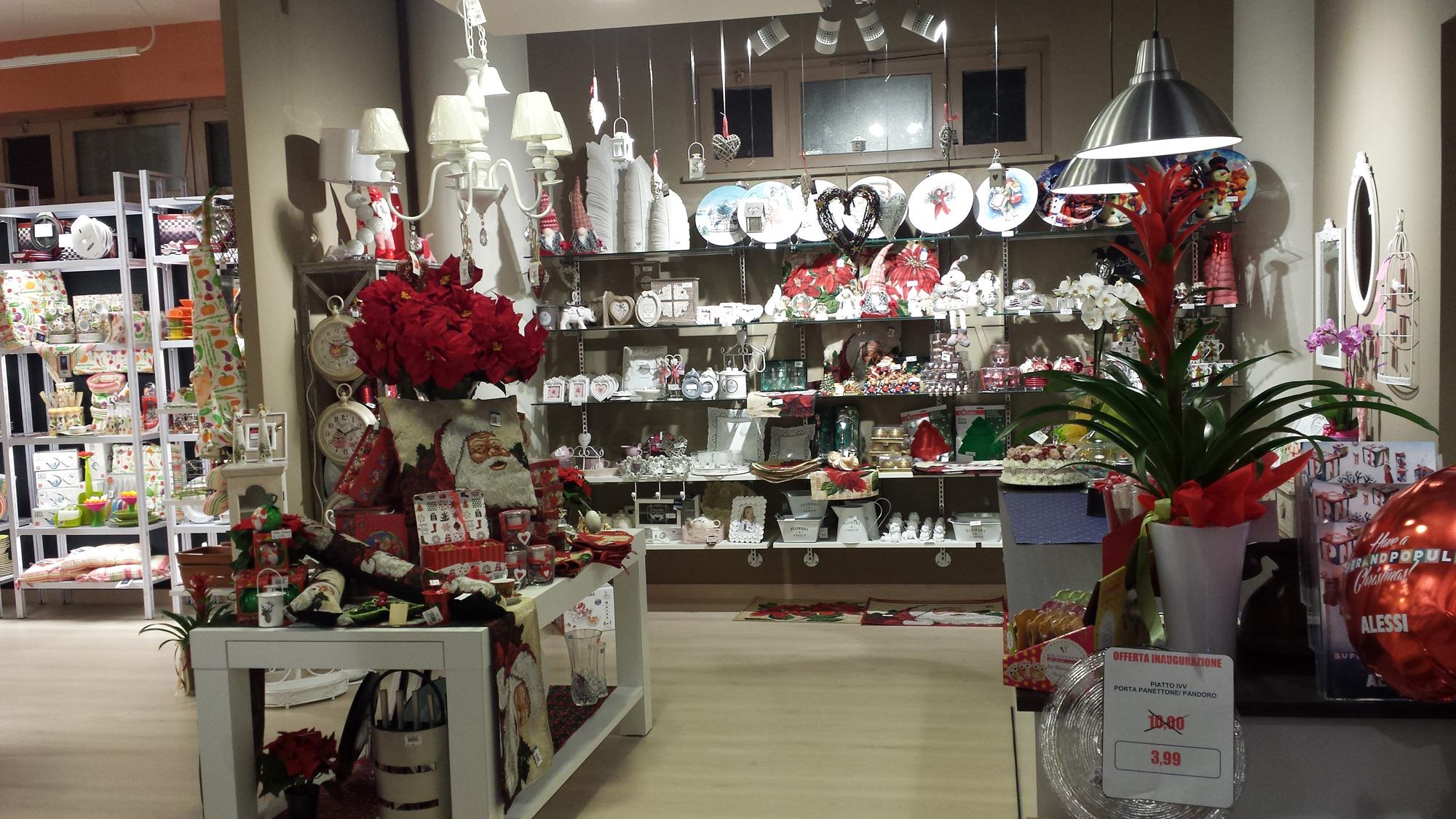 Arredamento per negozi di articoli da regalo toscana for Arredamento in regalo roma