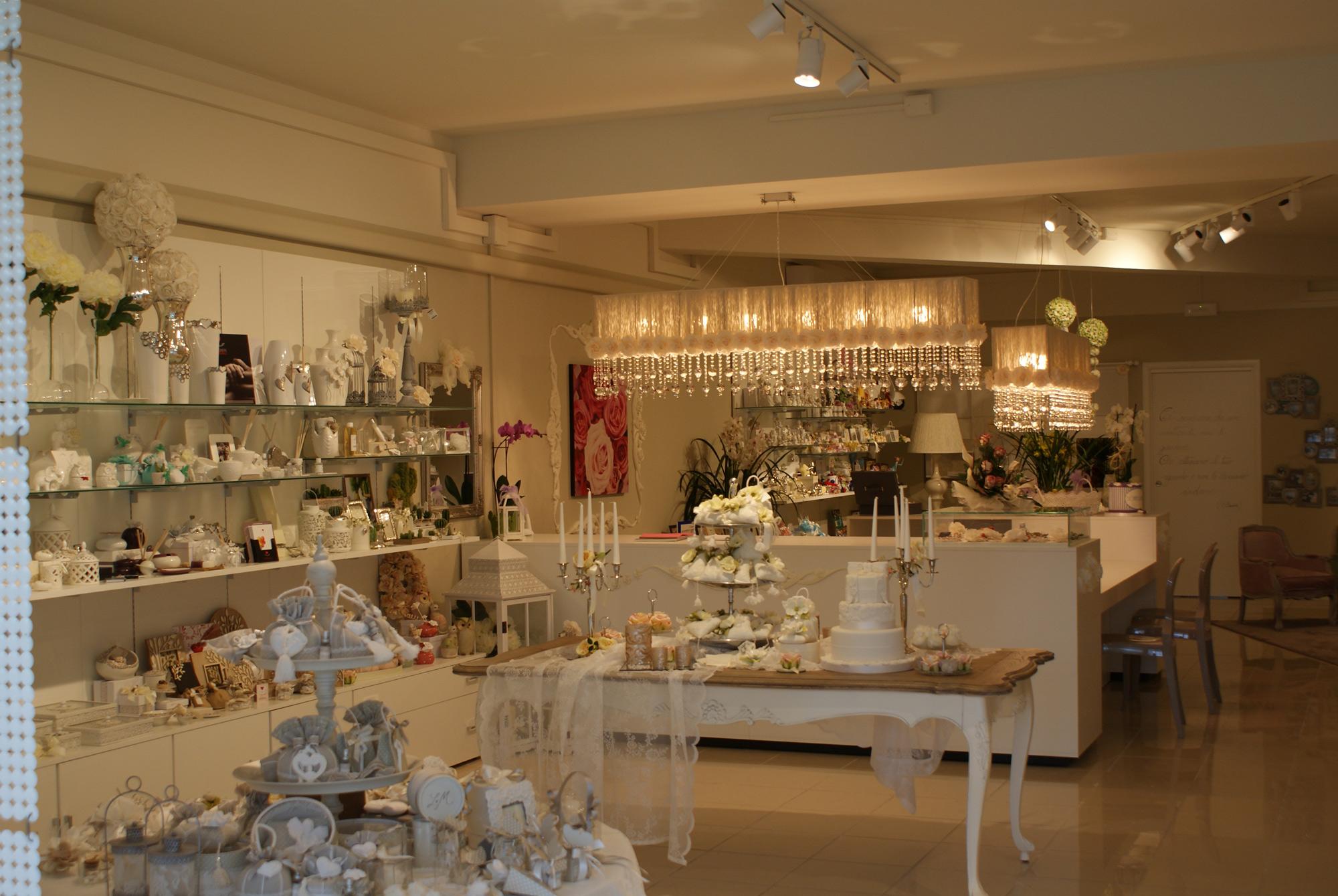 Arredamento per negozi di bomboniere toscana belardi for Arredamento