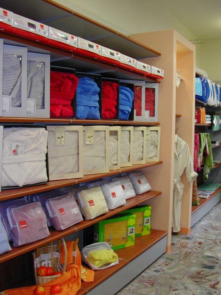arredamento per negozi di biancheria toscana belardi