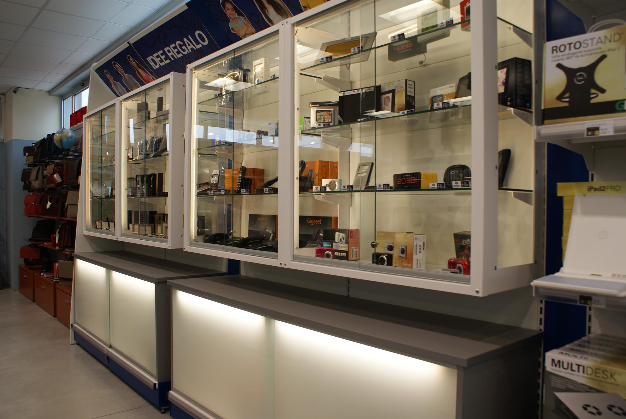 Arredamento per negozi di cartoleria cancelleria toscana for Belardi arredamenti