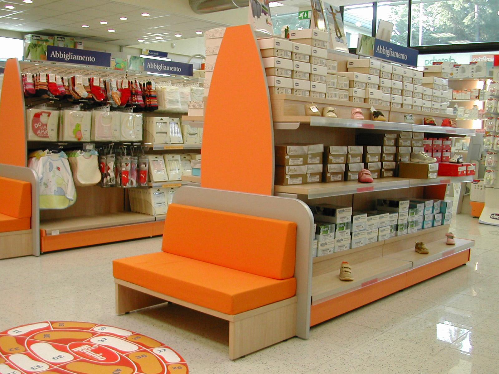 arredamento negozio abbigliamento per bambini: bassetto bimbi ... - Arredamento Negozi Abbigliamento Toscana