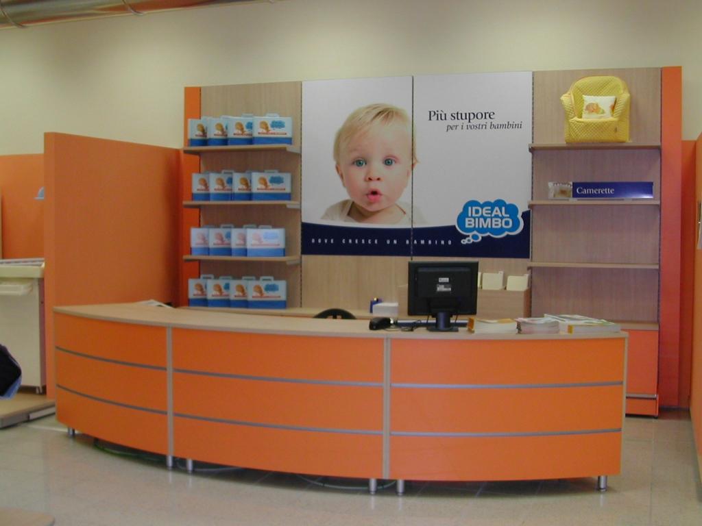 Arredamento per negozi infanzia toscana belardi arredamenti for Negozi di arredamento toscana