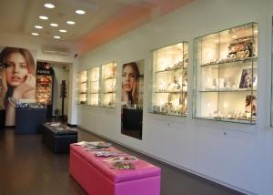 Arredamento e allestimento negozi e centri commerciali for Franchising arredo casa