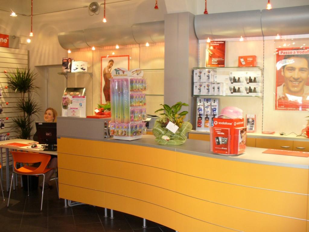 arredamento per negozi di telefonia toscana belardi