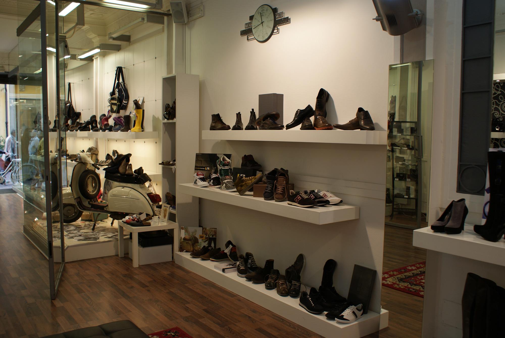 Arredamento per negozio di calzature toscana belardi for Belardi arredamenti