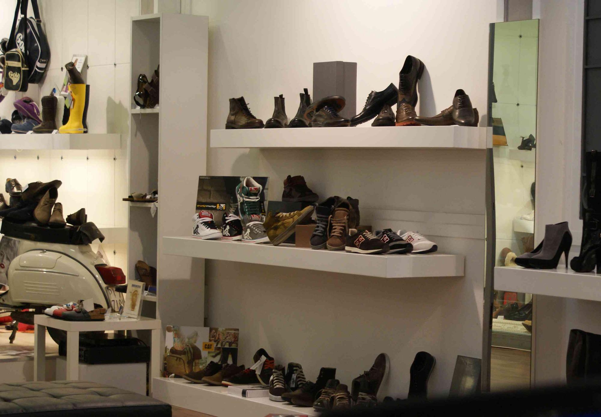 arredamento negozio abbigliamento moderno: european negozio di ... - Arredamento Negozi Abbigliamento Toscana
