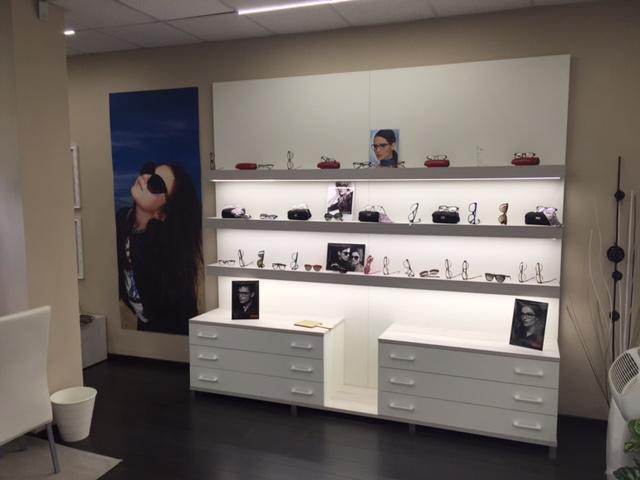 Arredamento interni negozi arredamento negozi torino for Pm arredamenti