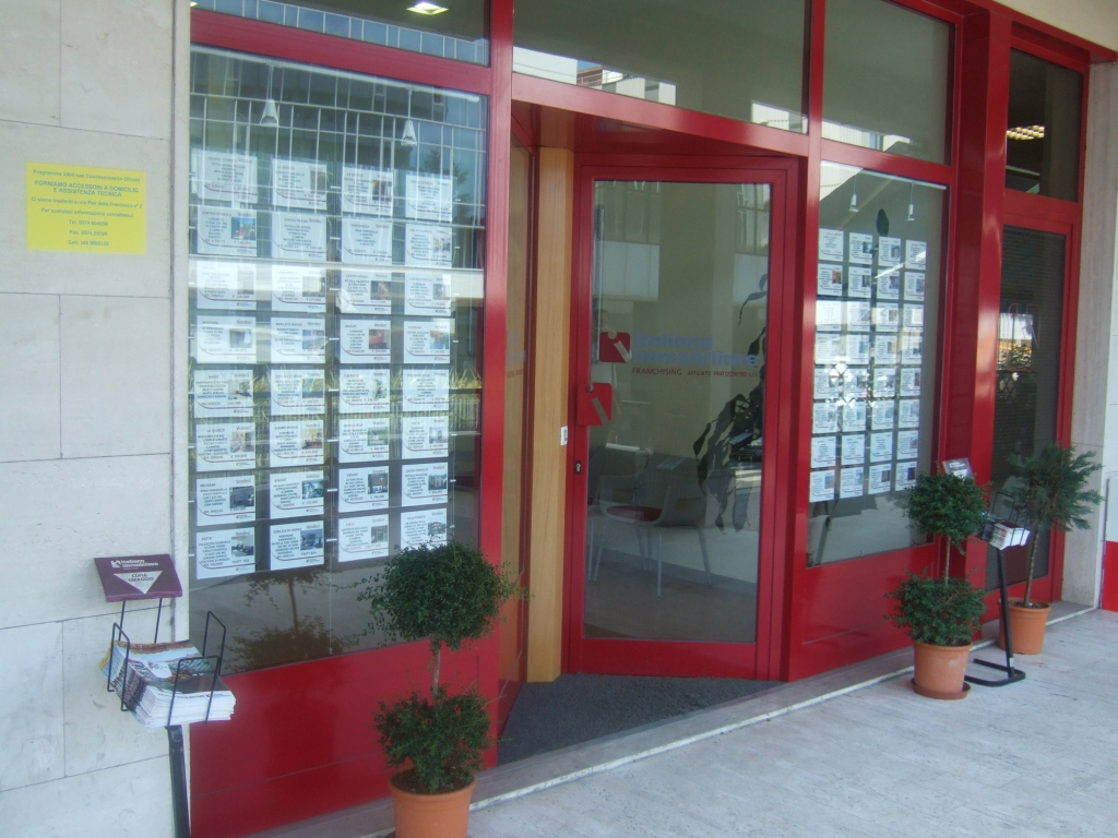 arredo-negozi-italiana-immobiliare-1