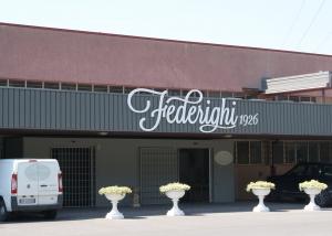 Arredamento negozi sedi operative e industriali in for Arredamenti filippi