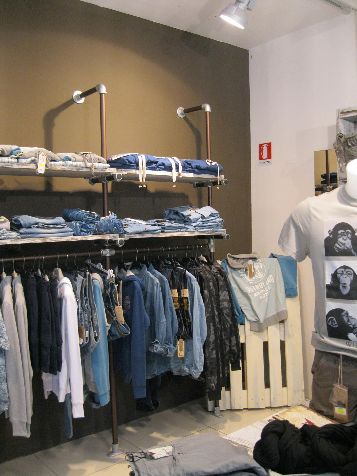 Arredamento per negozi di abbigliamento toscana belardi for Arredamento indiano on line