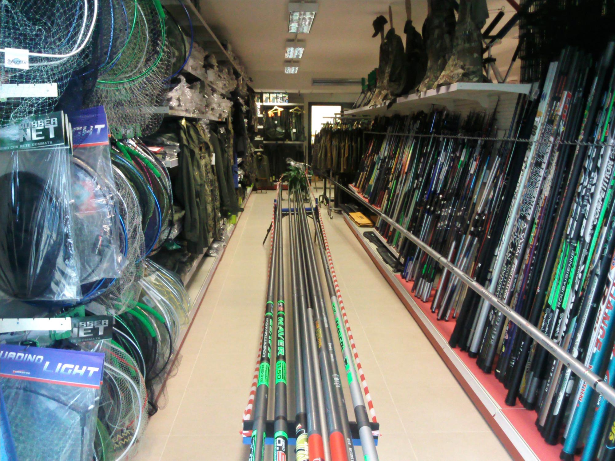 Arredamento per negozi di caccia e pesca toscana belardi for Negozi di arredamento toscana