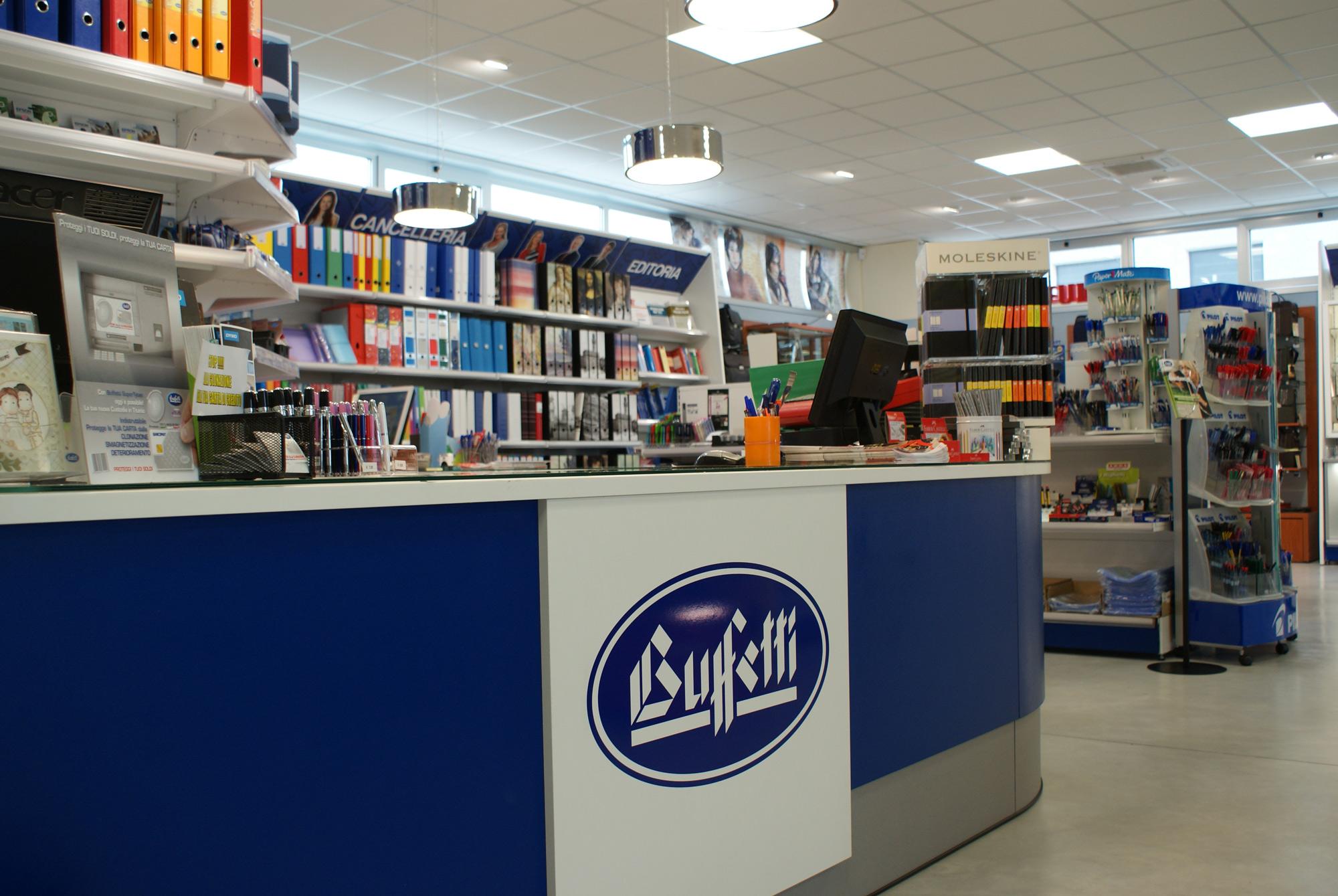Arredamento per negozi di cartoleria cancelleria toscana for Negozi d arredamento