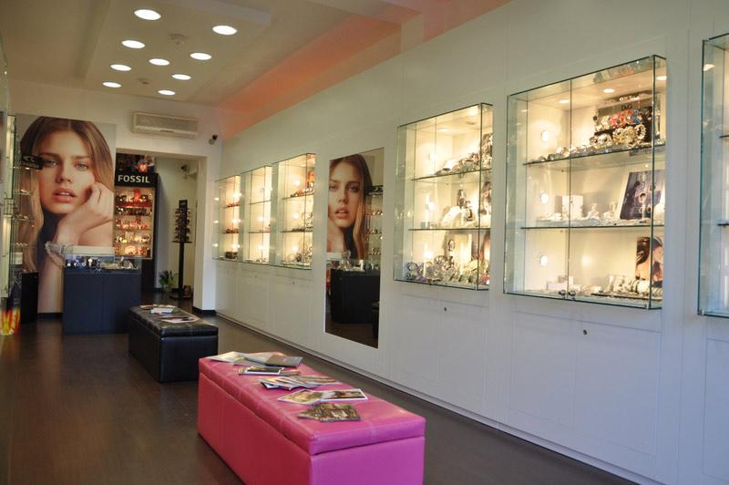 Arredamento per negozi di oreficeria toscana belardi for Negozi di arredamento toscana